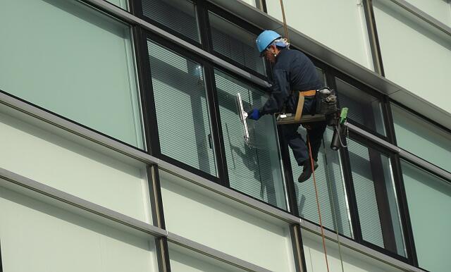 ガラス清掃(一本吊り)
